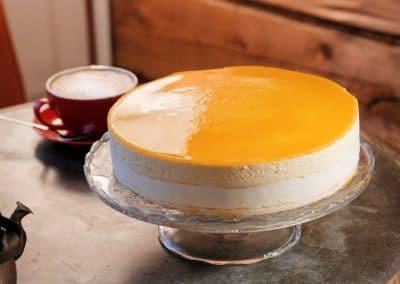 Mango-marjasydän-juustokakku